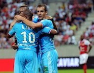 Marseille&#39;s French midfielder Benoit Cheyrou (R) celebrates with teammates after scoring during the L1 football match Reims vs Marseille at the Auguste Delaune stadium in Reims, eastern France. A Cheyrou goal 13 minutes from time handed Marseille a winning start to their French league season as they poached a 1-0 success at newly-promoted Reims