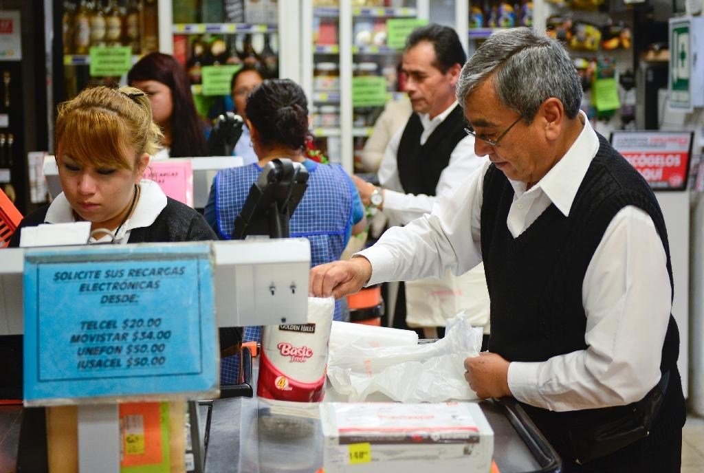 Mexico cuts 2015 growth forecast after weak 1Q