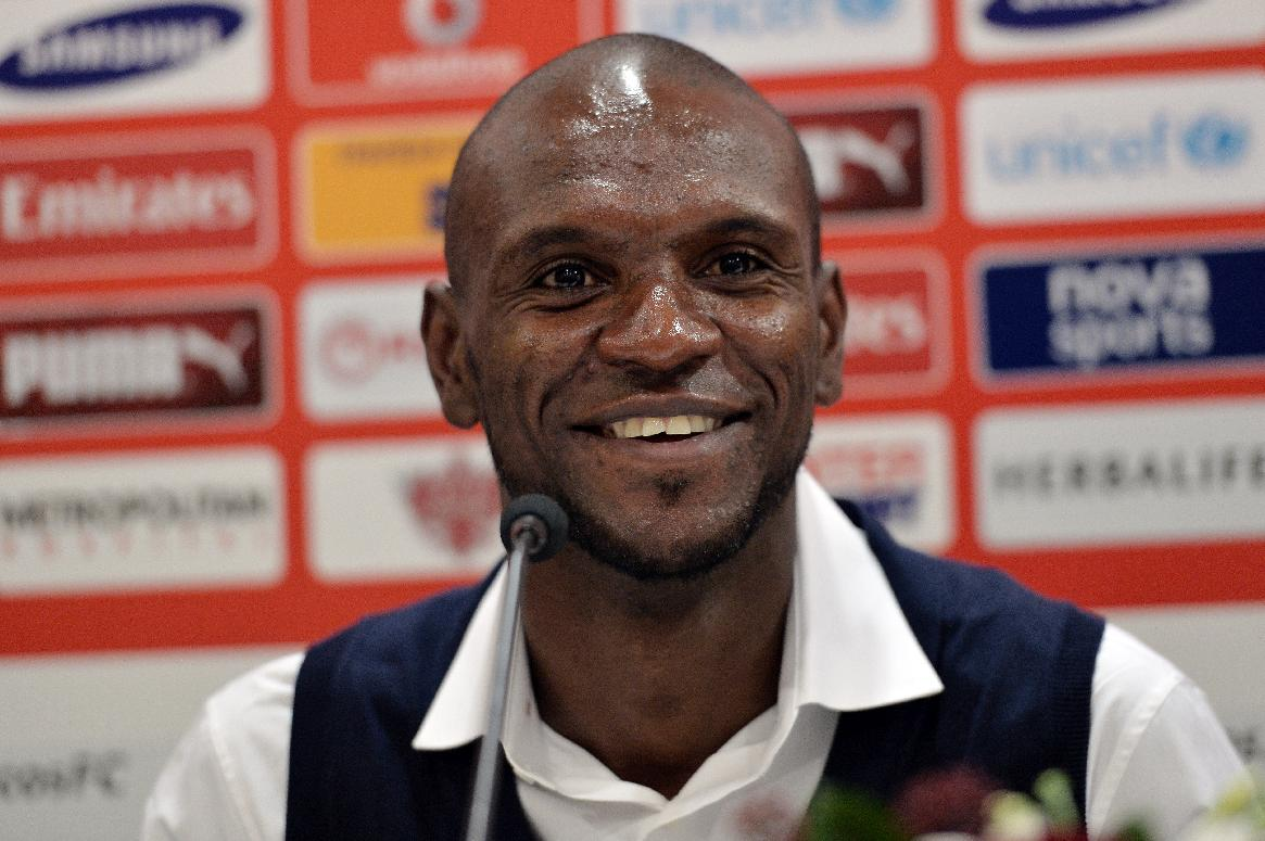 Abidal bows out with Olympiakos win