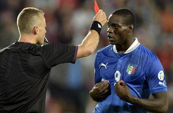 Balotelli apologizes for red card against Czech Republic