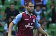 Vlaar: I'm not afraid of Van Persie & I'd never swap shirts at half time