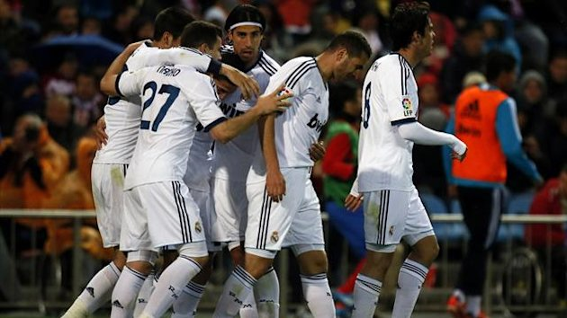 Real Madrid's Angel Di Maria (L) celebrates a goal with teammates during their Spanish first division soccer match against Atletico Madrid at Vicente Calderon stadium in Madrid April 27, 2013. REUTERS