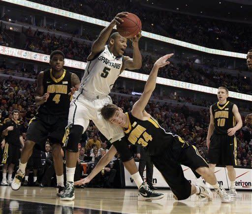 No. 8 Michigan State beats Iowa at B10 tournament