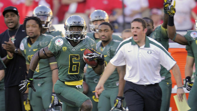 Oregon's De'Anthony Thomas (6) dashes along the sideline on a 64-yard touchdown during the second half of the Rose Bowl NCAA college football game against Wisconsin, Monday, Jan. 2, 2012, in Pasadena, Calif. (AP Photo/Mark J. Terrill)