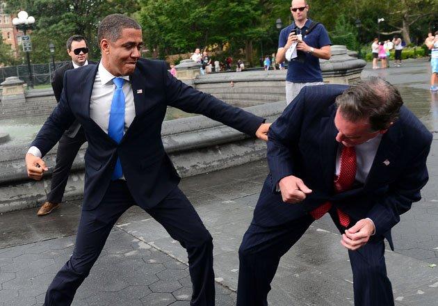الصور الأكثر كوميدية للسياسيين العالميين عام 2012  Top-politics-offbeat-photos-211212-630-03-jpg-093838-jpg_211239