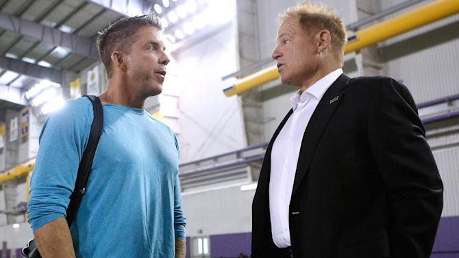 New Orleans Saints head coach Sean Payton, left, talks to LSU head coach Les Miles during NFL football pro day, Wednesday, April 9, 2014, in Baton Rouge, La