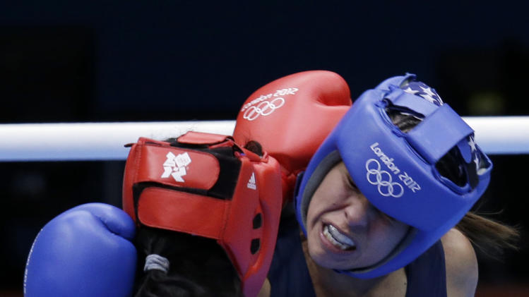 United States' Marlen Esparza, right, fights Venezuela's Karlha Magliocco in a women's flyweight 51-kg quarterfinal boxing match at the 2012 Summer Olympics, Monday, Aug. 6, 2012, in London. (AP Photo/Mike Groll)
