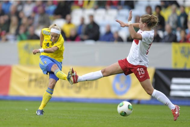 Poland's Evelyn Nicinski, right, tries to block a shot from Sweden's Sara Thunebro, left, during the ladies' football World Championships qualification match at Swedbank Stadium in Malmo, Sweden, Satu