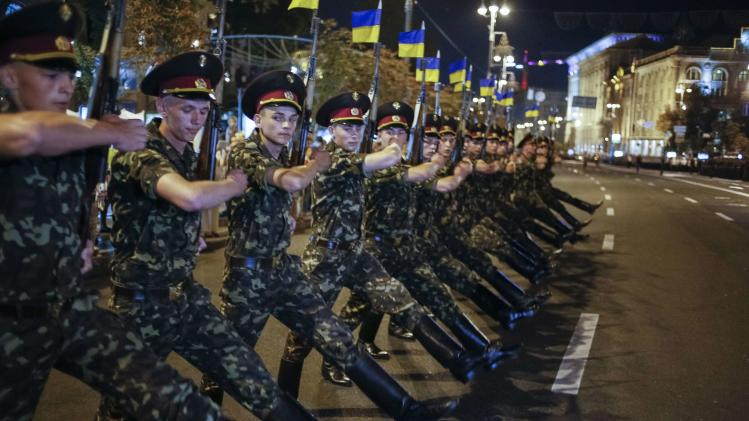 Ukrainian soldiers march along Khreshchatyk street during a rehearsal for the Independence Day parade in Kiev