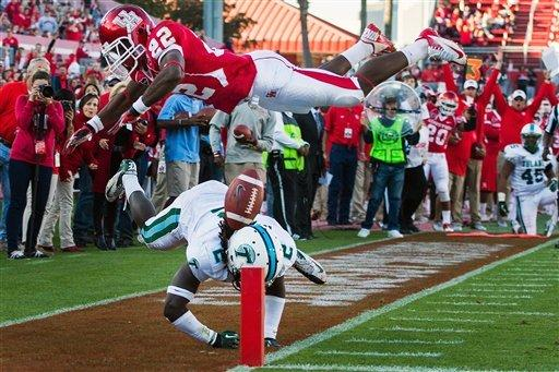 Houston closes stadium with 40-17 win over Tulane