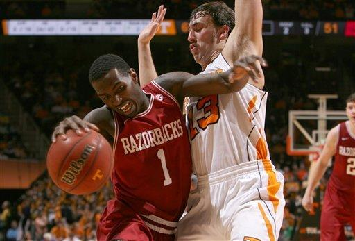 Tennessee cruises to 77-58 win against Arkansas
