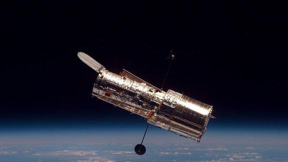 Hubble Telescope May See Rare Transit of Earth in 2014