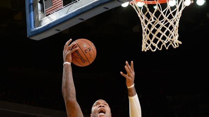 Warriors keep rolling, topple 76ers 126-86
