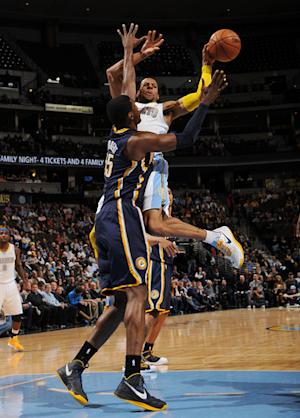 Iguodala's last-second FT lifts Nuggets