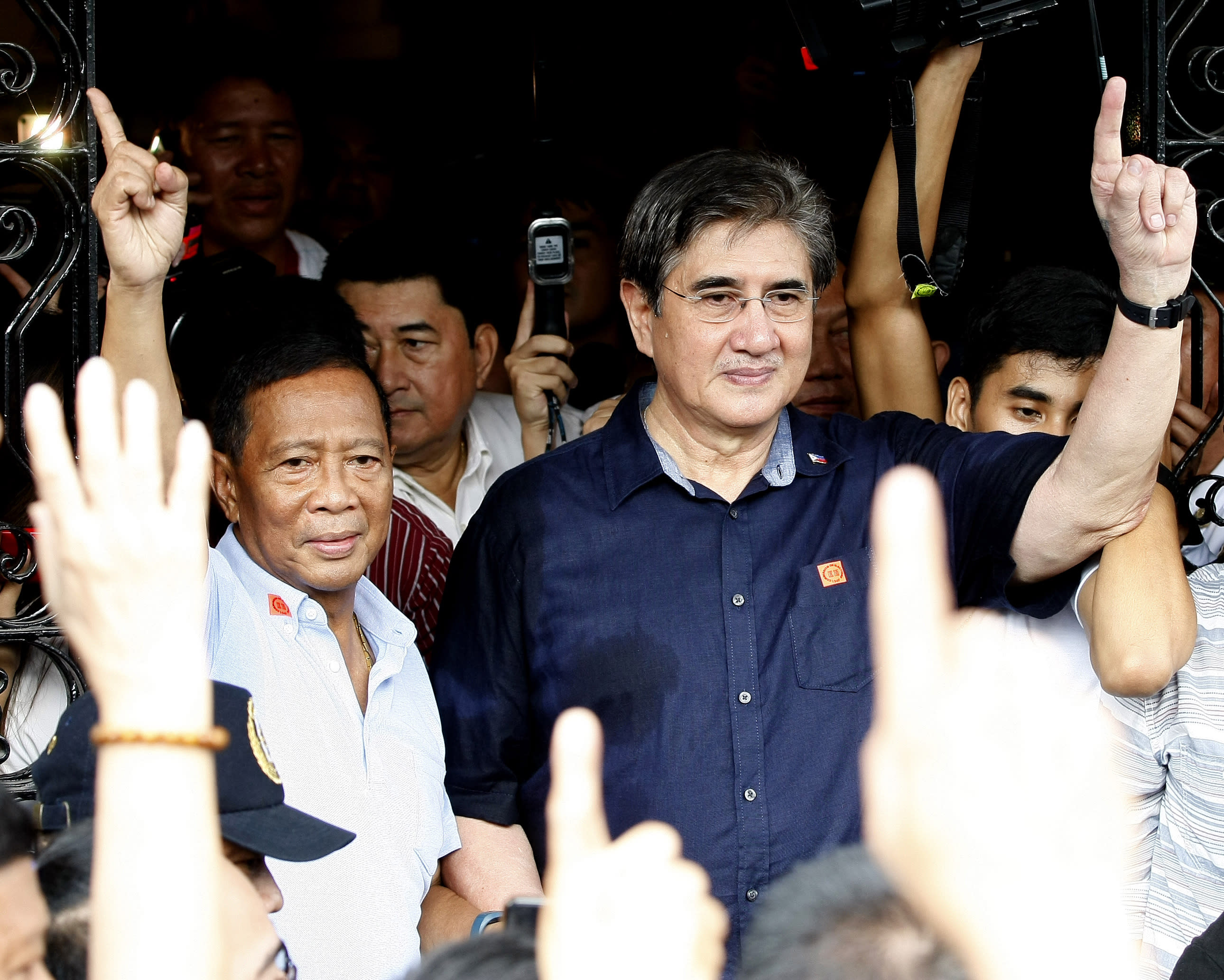 Filipinos begin race for presidency, 18,000 other offices