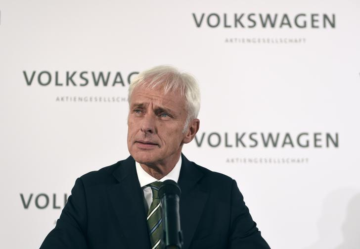 VW under pressure for answers as emissions scandal deadlines loom