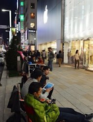 Japanese Apple fans queue outside an Apple store, waiting for the iPad mini to go on sale, in Tokyo on November 1. Apple&#39;s new iPad mini debuted on Friday with less fanfare than previous incarnations amid talk it might have come too late to the 7-inch tablet computer market