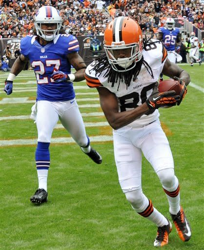 Fitzpatrick's 3 TD passes lifts Bills over Browns