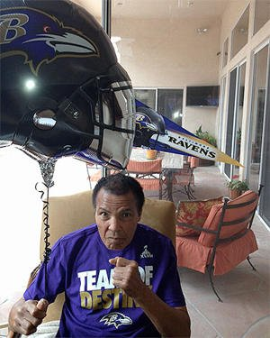 Muhammad Ali poses before the Super Bowl. (Credit: Ali spokesman Bob Gunnell)