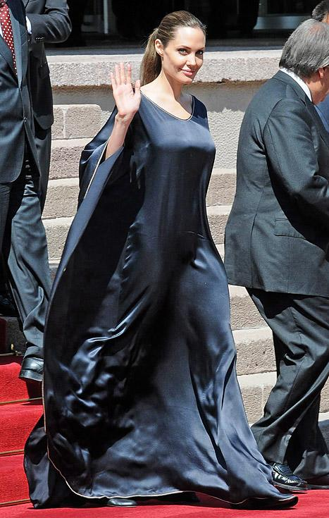 PIC: Angelina Jolie Wears Maleficent-Inspired Gown Meeting Turkish Leader
