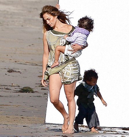 Jennifer Lopez Spends Thanksgiving in Hawaii With Casper Smart