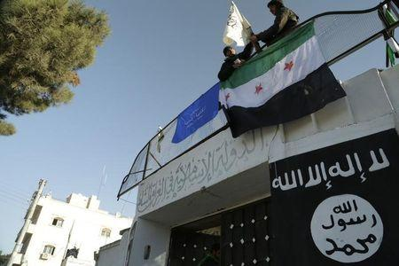 Islamic State closes in on city of Aleppo in Syrian fighting