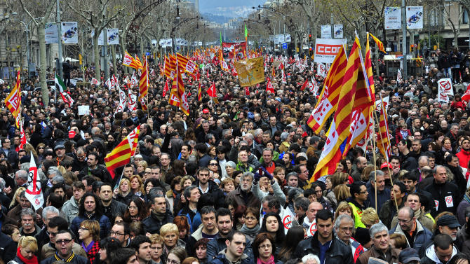 Spaniards hold mass protests against labor reforms