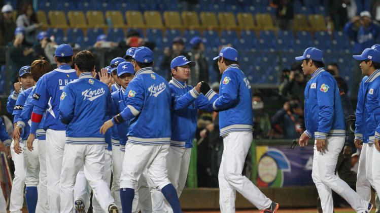 Korea's manager Ryu Chung-Il, center, congratulates the team after beating Australia 6-0 in their World Baseball Classic first round game at the Intercontinental Baseball Stadium in Taichung, Taiwan, Monday, March 4, 2013. (AP Photo/Wally Santana)
