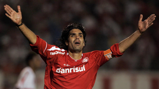 Former Brazilian football player killed in crash