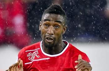 Hamburg signs Djourou on loan from Arsenal