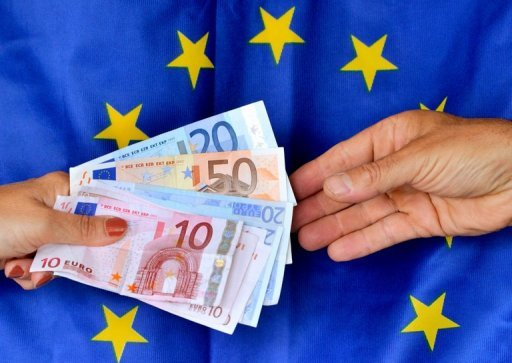<p>Investors accepted negative interst rates to lend money to the EU's bailout fund on Tuesday, according to the German central bank, which managed the issue.</p>