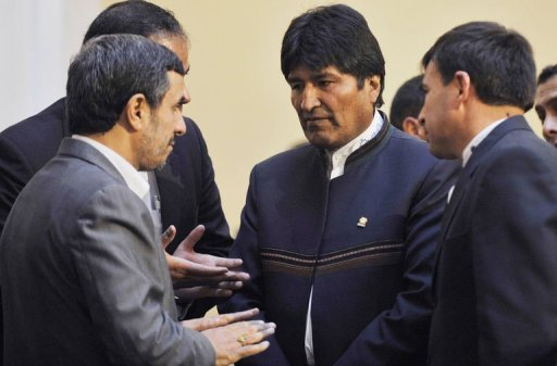Bolivian President Evo Morales (C) and Iranian President Mahmud Ahmadinejad (L) talk at the Palacio Quemado presidential palace in La Paz. Ahmadinejad stopped in Bolivia Tuesday en route to a summit in Brazil, to court support from another leftist Latin American nation which has tense ties with the United States