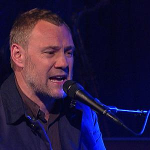 "David Gray Performs ""Back In The World"" on David Letterman"