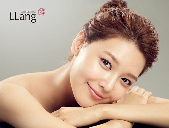 Girls' Generation's Soo Young becomes an advertisement model of a cosmetic brand