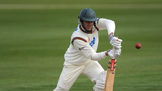 Wayne White has opted to join Lancashire after leaving Leicestershire