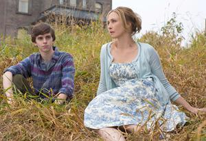 Freddie Highmore, Vera Farmiga | Photo Credits: Joe Lederer/A&E