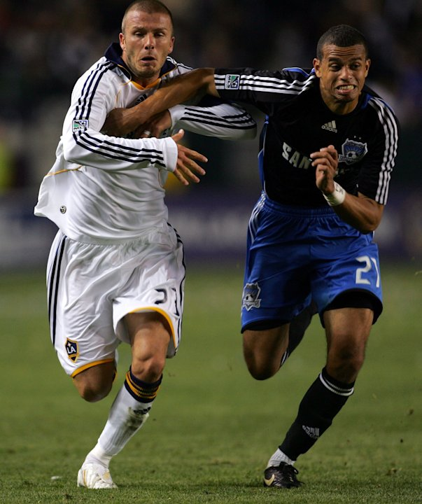 CARSON, CA - APRIL 03: David Beckham #23 of the Los Angeles Galaxy paces Jason Hernandez #21 of the San Jose Earthquakes to the ball in the second half during their MLS game at the Home Depot Center o