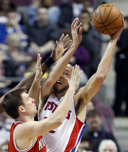 Jennings scores 30 as Bucks beat Pistons, 117-90