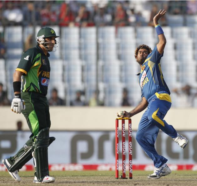 Sri Lanka's Lasith Malinga bowls as Pakistan's captain Misbah-ul-Haq watches during their 2014 Asia Cup final match in Dhaka