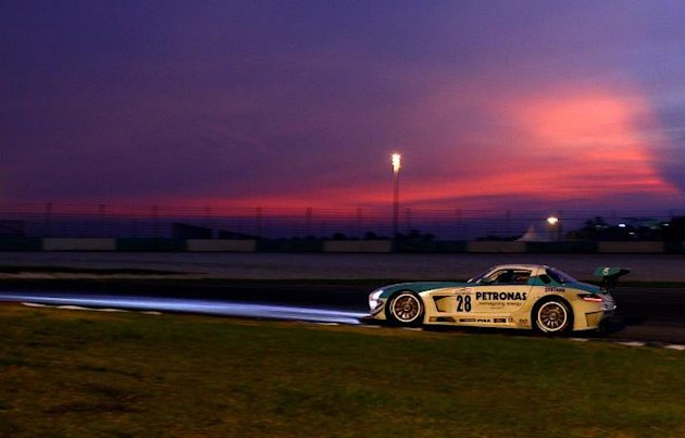 PETRONAS Syntium SLS AMG GT3 #28 racing into the sunset