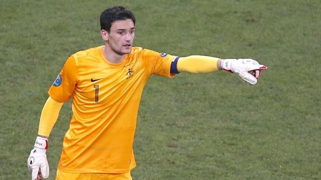 Hugo lloris in action for France