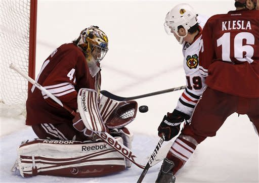 Smith stops 38 shots, Coyotes top Blackhawks 3-0