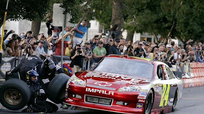 Jeff Gordon stops for a tire change while driving down the Las Vegas Strip for the Nascar Awards Week victory lap, Thursday, Nov. 29, 2012, in Las Vegas. (AP Photo/Julie Jacobson)