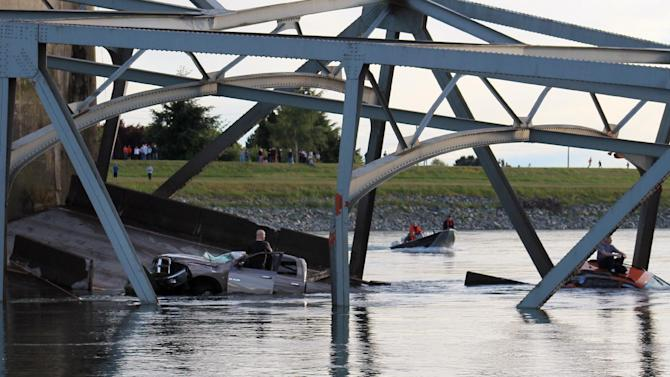 In this photo provided by Francisco Rodriguez, a rescue boat approaches the scene where a pickup truck and a car fell into the Skagit River after the collapse of the Interstate 5 bridgeThursday, May 23, 2013, in Mount Vernon, Wash. (AP Photo/Francisco Rodriguez)