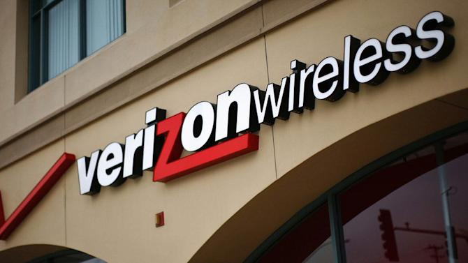 VERIZON REVENUES GET A BOOST FROM PRICE CUTS AND DATA USAGE