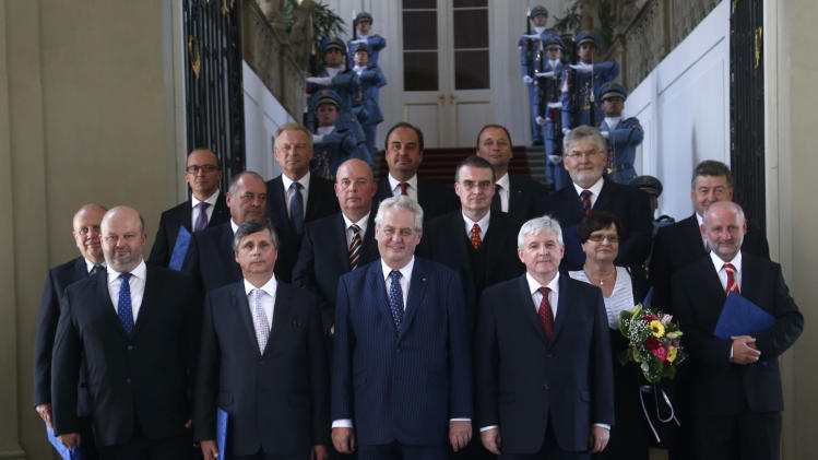 New Czech government of technocrats sworn in