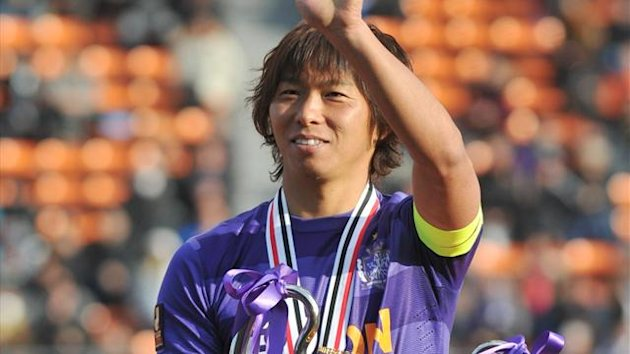 Sanfrecce Hiroshima captain Hisato Sato celebrates team&#39;s winning match over Kashiwa Reysol during the award ceremony of the Super Cup football match in Tokyo (AFP)