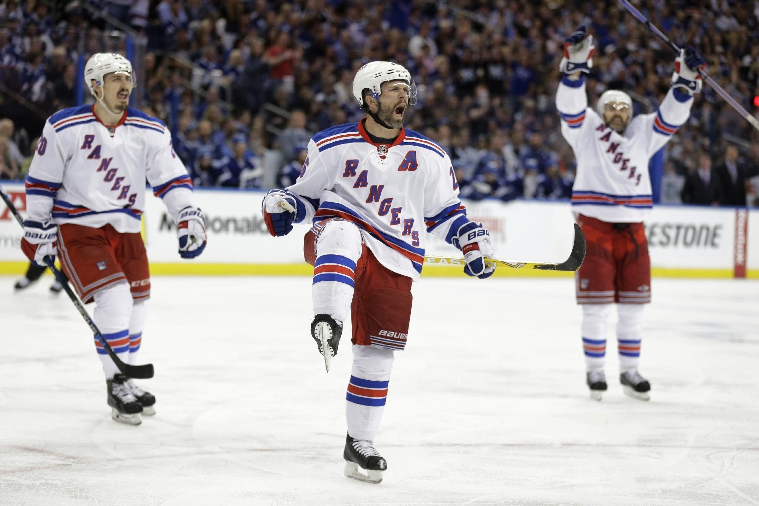 Lundqvist stands tall, Rangers beat Lightning 5-1 in Game 4