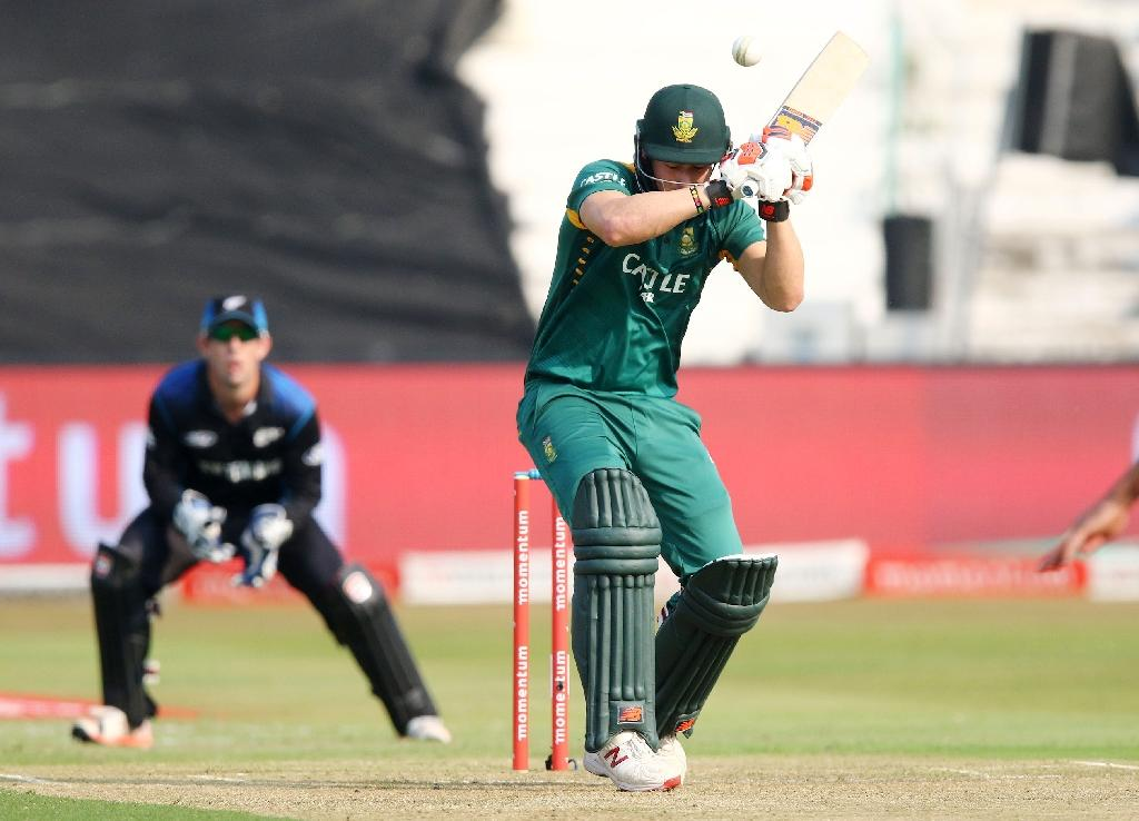 De Villiers stars as South Africa win series decider