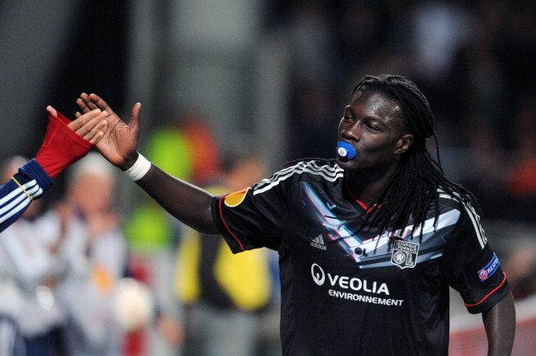 Bafetimbi Gomis celebrates goal for Lyon v Sparta Prague by pulling out a dummy! (Booked for his troubles)